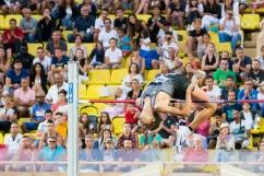 Montecarlo - Tamberi salta in cielo e supera la terza prova dei 2.39. E' in testa alla classifica.