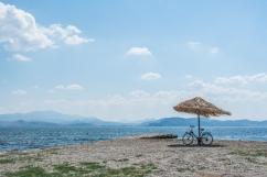 Da qualche parte nel Peloponneso - Ho ancora nelle orecchie il rumore leggero del mare e del vento che muove piano paglia dell'ombrellone...