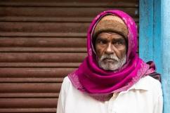 India del Sud - Sarebbe un bellissimo uomo anche senza la sciarpa, ma la cornice colorata attorno al volto me lo fa apparire di una bellezza senza tempo.