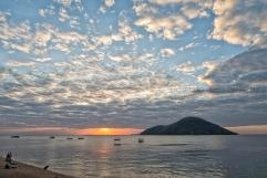Quando il sole inizia a scendere dietro l'orizzonte, le luci cambiano ancora e l'atmosfera diventa magica.